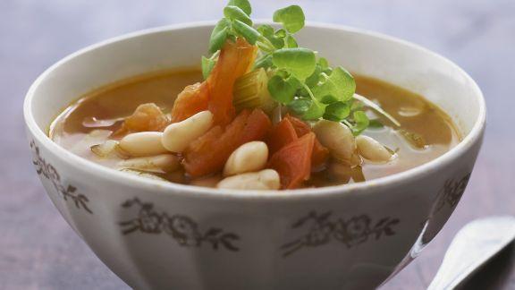 Rezept: Bohnen-Tomaten-Suppe mit Gemüse