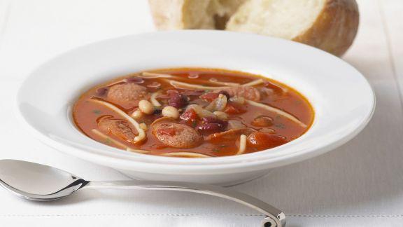 Rezept: Bohnen-Tomatensuppe mit Wurst