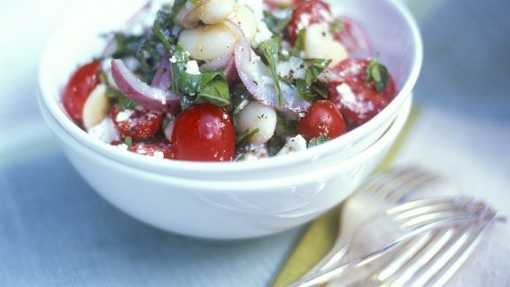 Rezept: Bohnensalat mit Tomaten, Feta und Basilikum