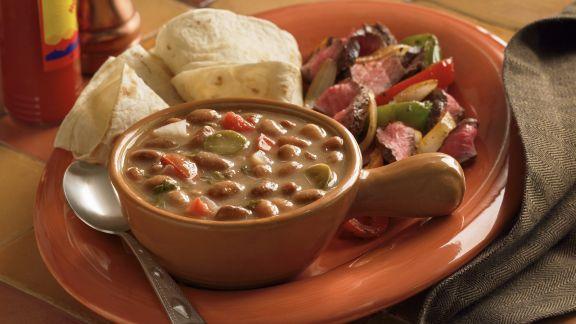 Rezept: Bohnensuppe mit Fajitas und Steak