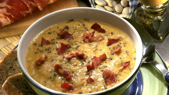 Rezept: Bohnensuppe mit geräuchertem Speck