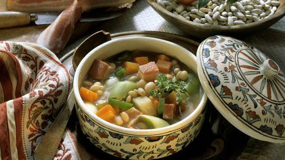 Rezept: Bohnensuppe mit Speck, Lauch und Karotten