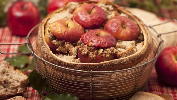 Rezept: Bratäpfel im Brot serviert