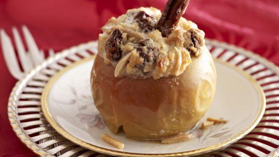 Rezept: Bratapfel mit Marzipan gefüllt