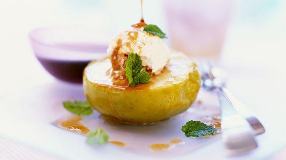 Rezept: Bratapfel mit Vanilleeis
