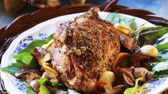 Rezept: Braten vom Schwein mit Pilzen, Zitrone und Knoblauch
