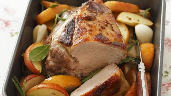 Rezept: Braten vom Schweinenacken mit Äpfeln