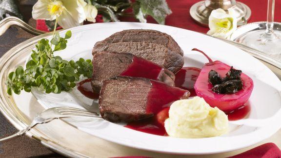Rezept: Braten vom Wildschwein mit Kartoffelpüree und Rotwein-Birne