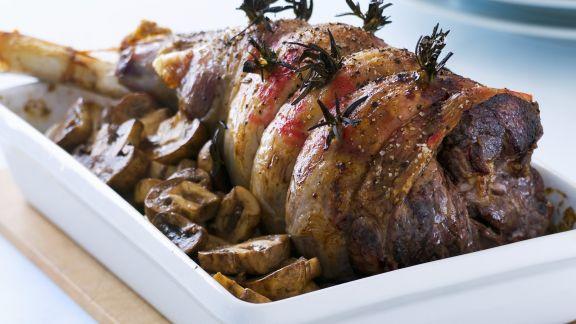 Rezept: Braten von der Lammkeule mit Balsam-Pilzen