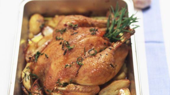 Rezept: Brathähnchen mit Knoblauch, Rosmarin und Kartoffeln