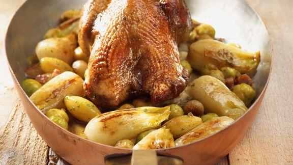 Rezept: Brathähnchen mit Rosenkohl und Chicorée