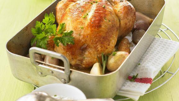 Rezept: Brathähnchen mit Schalotten aus dem Ofen