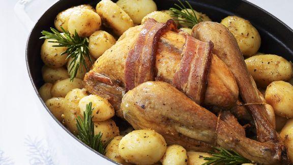 Rezept: Brathähnchen mit Speck und Baby-Kartoffeln