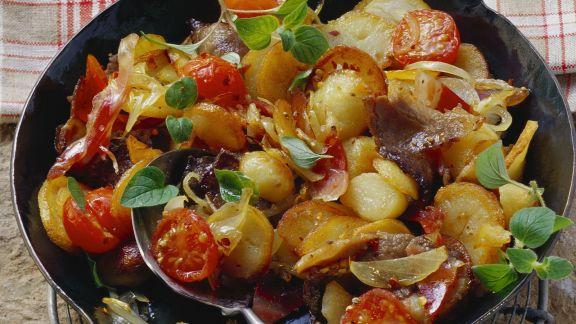 Rezept: Bratkaroffeln mit Fleisch und Zwiebeln (Tiroler Gröstl)