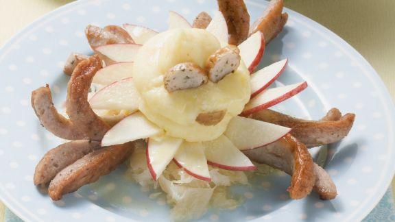 Rezept: Bratwurst mit Apfel, Sauerkraut und Kartoffelbrei