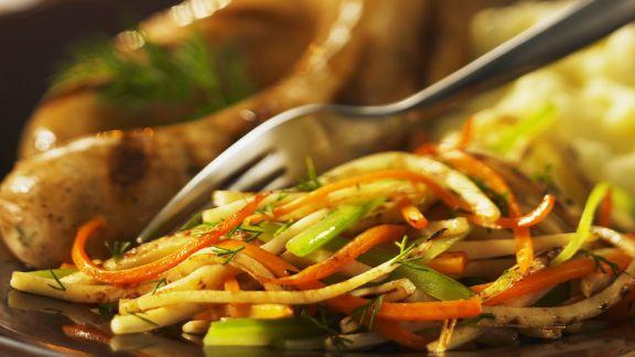 Rezept: Bratwurst mit Julienne-Gemüse