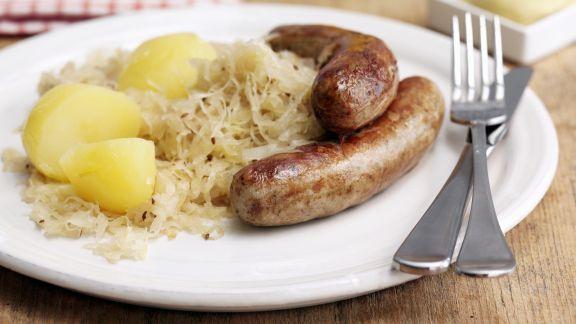 Rezept: Bratwurst mit Sauerkraut und Salzkartofflen