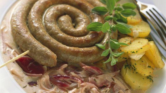 Rezept: Bratwurstschnecke mit Bratkartoffeln (Plaaten in de Pann)