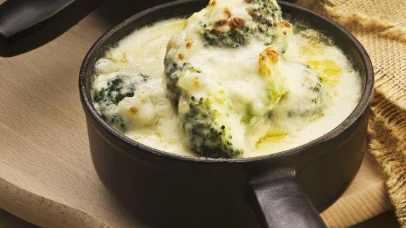 Rezept: Brokkoli mit Käse gratiniert