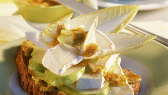 Rezept: Brot mit Camembert, Birne und Senf
