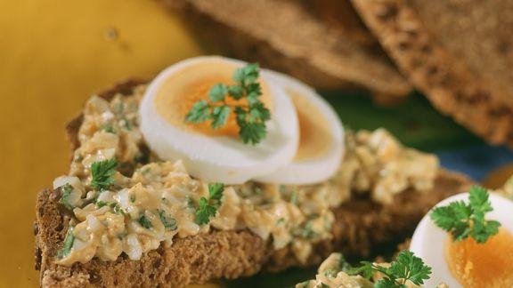 Rezept: Brot mit Eiercreme