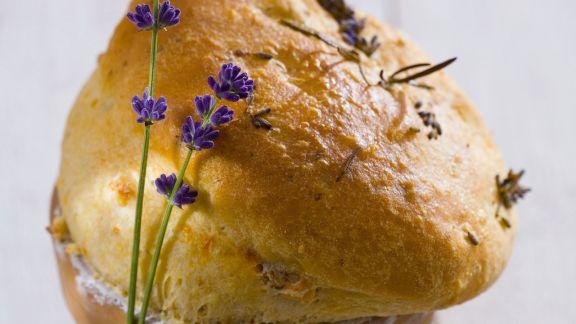 Rezept: Brot mit Lavendel im Blumentopf gebacken