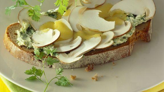 Rezept: Brot mit Mayonnaise und Pilzen