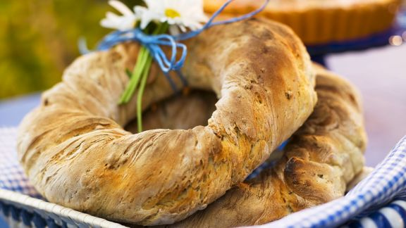 Rezept: Brotkranz mit Sonnenblumen-und Kürbiskernen