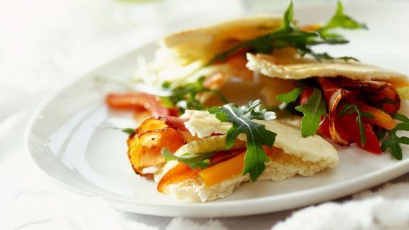 Rezept: Brottaschen mit würzigem Salat