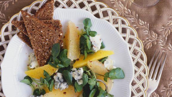 Rezept: Brunnenkressesalat mit Apfelsine, Grapefruit und Blauschimmelkäse