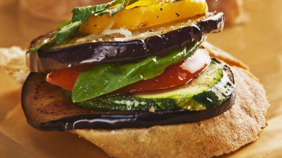 Rezept: Bruschetta mit Antipasti-Gemüse