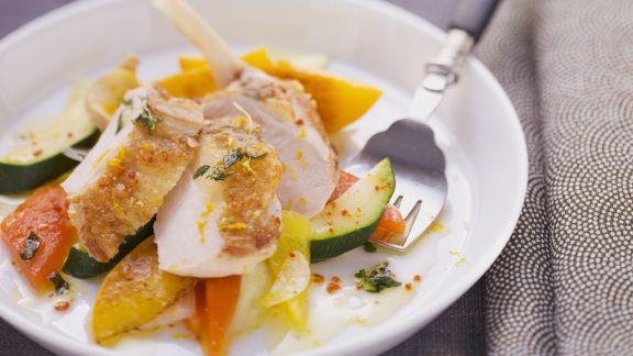 Rezept: Brust vom Perlhuhn mit fruchtigem Gemüsesalat