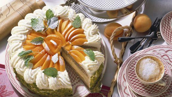 Rezept: Buchweizen-Joghurt-Torte mit Aprikosen
