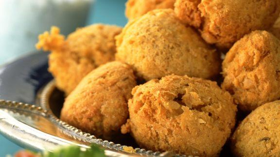 Rezept: Buchweizenbällchen nach arabischer Art dazu Blattsalat
