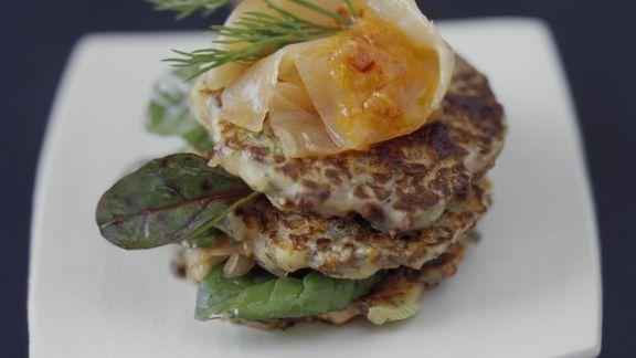 Rezept: Buchweizenfrikadellen mit Mangold und Lachs