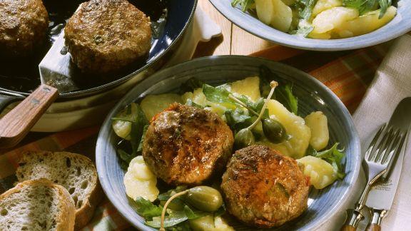 Rezept: Buletten mit Kapern und Sardellen dazu Kartoffelsalat
