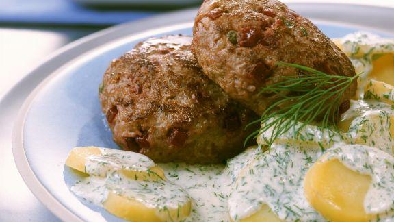 Rezept: Buletten mit Roter Bete dazu Kartoffeln mit Dill-Sahnesoße