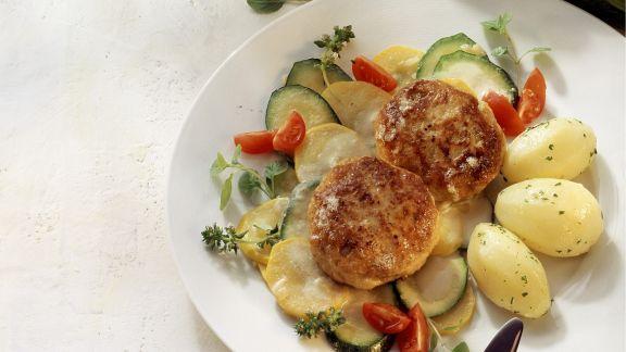 Rezept: Buletten mit Zucchinigemüse und Kartoffeln