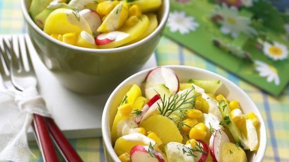 Rezept: Bunter Kartoffelsalat mit Gurke und Radieschen