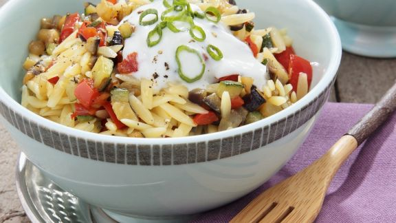 Rezept: Bunter Nudelsalat mit Joghurt