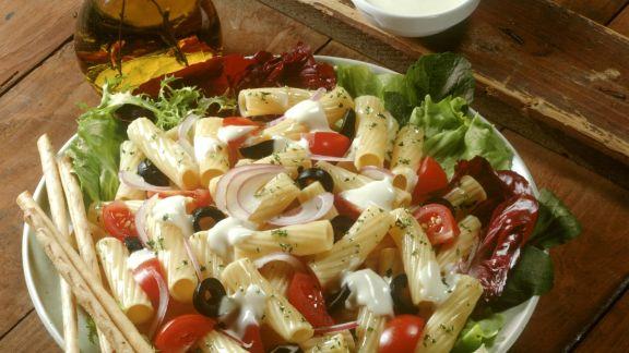 Rezept: Bunter Pasta-Gemüse-Salat
