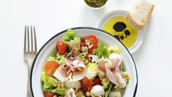 Rezept: Bunter Salat mit Mozzarella und Schinken