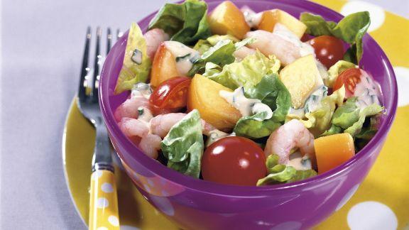 Rezept: Bunter Salat mit Shrimps und Joghurt-Vinaigrette