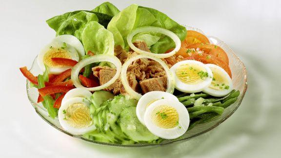 Rezept: Bunter Salat mit Thunfisch