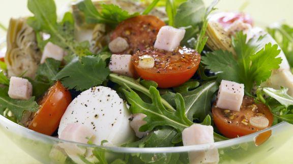 Rezept: Bunter Salat mit Tomate und Mozzarella