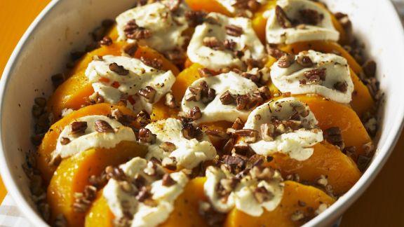 Rezept: Butternut-Kürbis mit Marshmellows und kandierten Nüssen