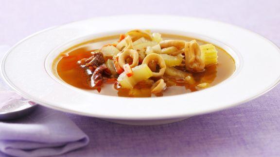 Rezept: Calamarisuppe mit Kapern und Sellerie