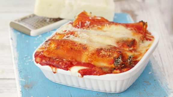 Rezept: Cannelloni gefüllt mit Ricotta-Rucola-Creme, überbacken mit Bechamel- und Tomatensoße