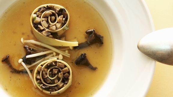 Rezept: Cannelloni mit Pilzfüllung in Brühe