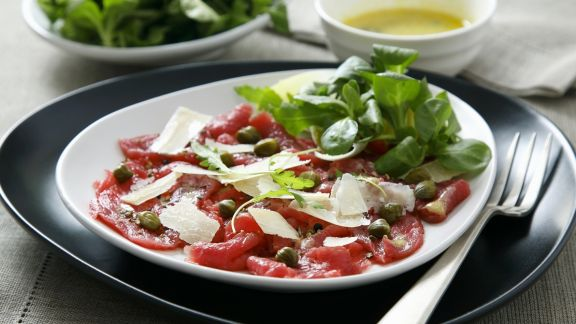 Rezept: Carpaccio mit Kapern und Parmesan